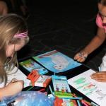 Deti kreslili obrázky pre chorých priateľov na onko oddeleniach.